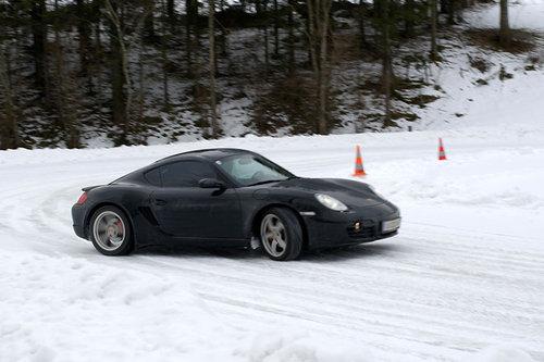 Motorline: Driften, bis das Eis schmilzt